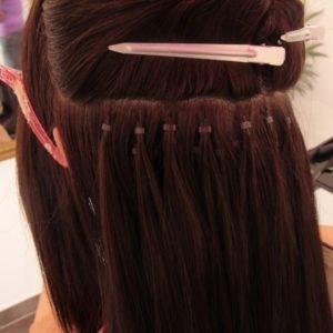 Pose d'extensions de cheveux à froid