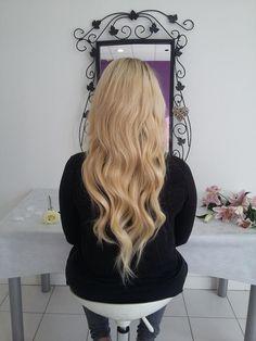 Blonde platine même avec des extensions