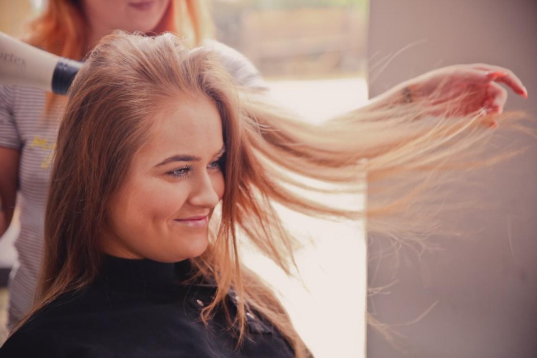 Comment laver ses extensions de cheveux