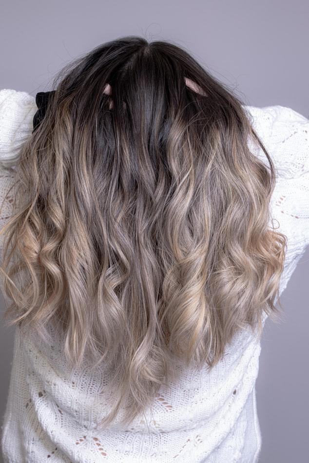 Pourquoi les extensions de cheveux grattent ?